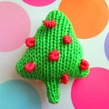 Knitted_baby_ring_toy_christmas_tree_front_view