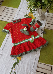 Knitted_20strawberry_20dress_20front